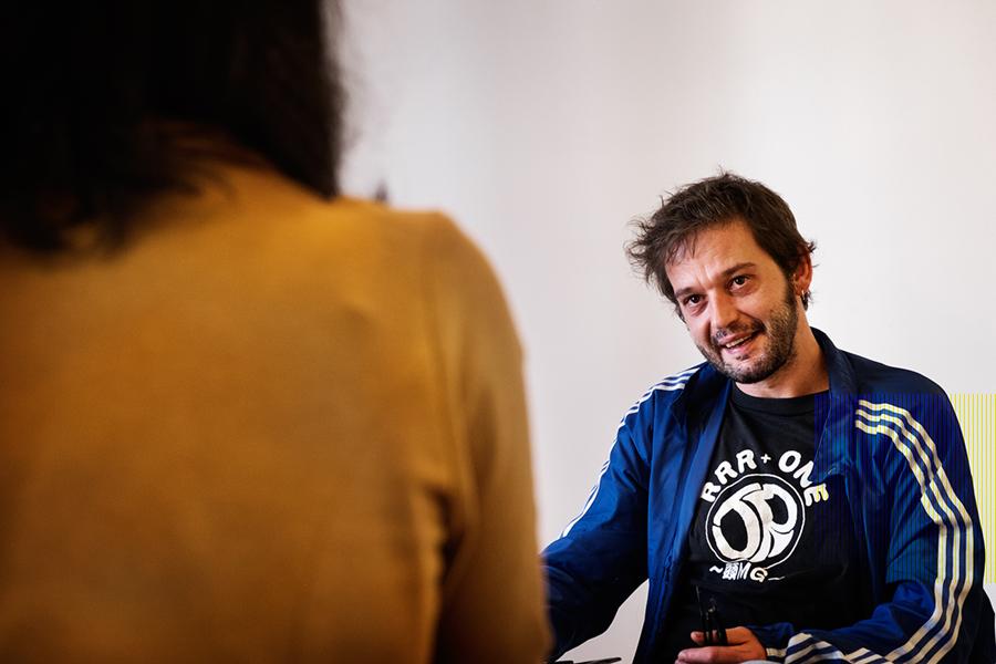 Alberto Gracia durante a entrevista. Foto: Iván Barreiro