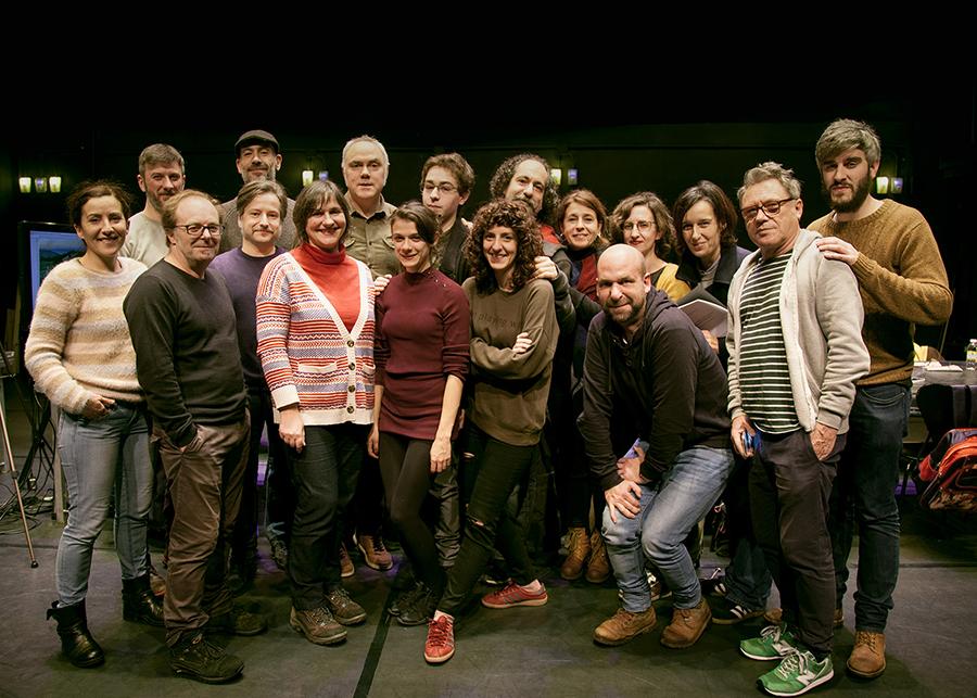 O equipo de 'Divinas palabras' durante un ensaio. Foto: Xunta de Galicia