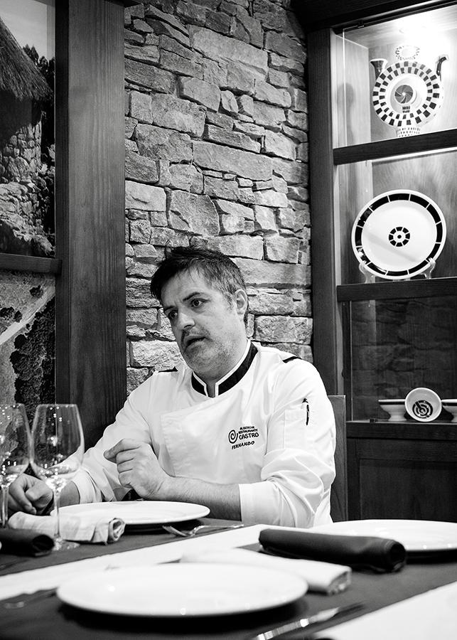 Fernando, no comedor do Albergue Restaurante Castro. Foto: Iván Barreiro