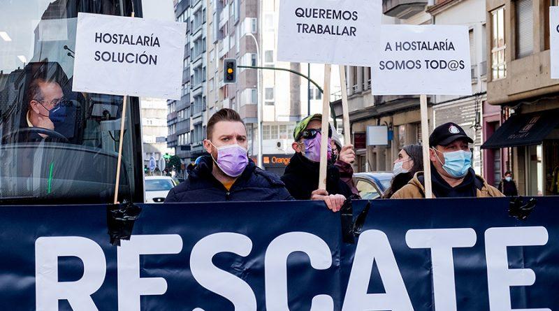 """Nova protesta da hostalaría en Santiago: """"O bar pechado, o bus abarrotado"""""""