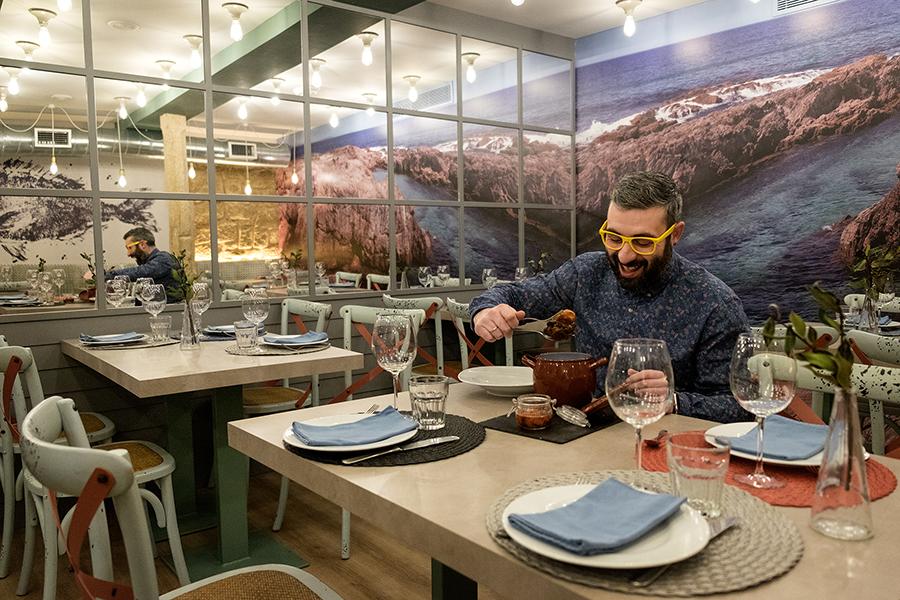 @JuanEAT_o probando o prato do ACDC. Foto: Iván Barreiro