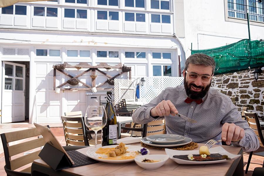 @JuanEAT_o, na terraza de O Afiador. Foto: Iván Barreiro